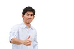 Een Aziatische mens richt zijn hand als huidig product stock afbeelding