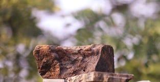 Een baksteentype rood rotsstuk stock foto's