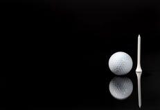 Een bal en een T-stuk Royalty-vrije Stock Foto's