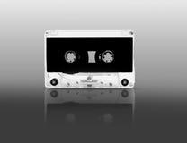 Een bandcassette isoleert is wijst op schaduw Stock Foto