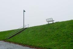 Een bank van het Noorden ziet op een de winterdag Husum, Duitsland stock fotografie