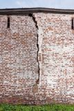 Een barst in de oude muren van het klooster kirillo-Belozersky Royalty-vrije Stock Fotografie