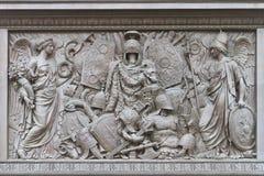 Een bas-Hulp op Alexander Column Stock Afbeeldingen