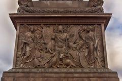 Een bas-Hulp op Alexander Column Royalty-vrije Stock Foto's