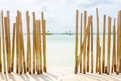 Een Beached-Bamboeomheining Royalty-vrije Stock Afbeelding
