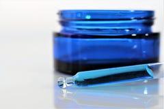 Een Beeld van blauwe chemie met exemplaarruimte stock fotografie