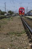 Trein bij de Spoorweg Stock Afbeelding
