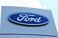 Een Beeld van een Ford-embleem - Bielefeld/Duitsland - 07/23/2017 Stock Afbeelding