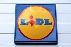 Een beeld van een LIDL-Supermarktembleem - Melle/Duitsland - 08/06/2017 Stock Afbeeldingen