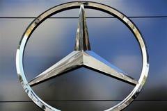 Een Beeld van een Mercedes Benz-embleem - Slechte Pyrmont/Duitsland - 10/14/2017 Stock Fotografie