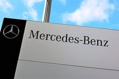 Een Beeld van een Mercedes Benz-embleem - Slechte Pyrmont/Duitsland - 10/14/2017 Royalty-vrije Stock Afbeeldingen