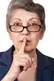 Een bejaarde die stilte maken stock fotografie