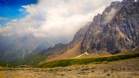 Een bergketen in het Noordwesten Tien Shan Stock Afbeeldingen