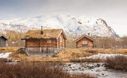 Een bergplattelandshuisje in Noorwegen stock foto