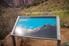 Een beschrijvingsraad voor de sleep in Zion National Park, Utah stock foto