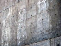 Een bevlekte concrete muur met hoekig patroon royalty-vrije stock afbeeldingen