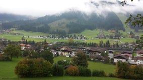 Een bewolkte dag in heuvels van Oostenrijk Royalty-vrije Stock Fotografie