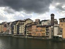 Een bewolkte dag in Oltrarno-buurt in Florence, Italië stock foto's