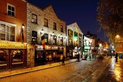 Een bezig nachtleven van het gebied van de Tempelbar van Dublin, Ierland Stock Foto