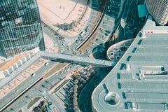 Een bezige die weg van burj Khalifa wordt gezien stock foto