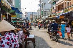 Een bezige Mekong Deltamarkt in Nga-Baai, Vietnam Royalty-vrije Stock Foto's
