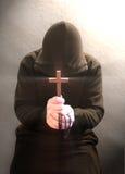 Een biddende christelijke monnik Stock Foto's