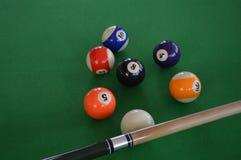 Een Biljartlijst met biljartballen Stock Afbeeldingen