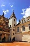 Een binnenplaats van een middeleeuwse kerk Stock Afbeelding