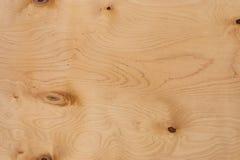 Een blad van triplex met de patroontextuur van natuurlijk hout met knopenknopen Sluit omhoog royalty-vrije stock foto's