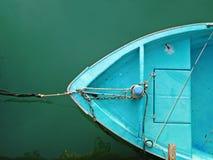 Een blauwe boot royalty-vrije stock fotografie