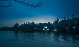 Een blauwe dag op Meer Windermere stock foto's