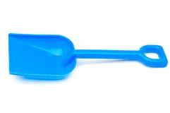 Een blauwe plastic stuk speelgoed strandschop Stock Fotografie