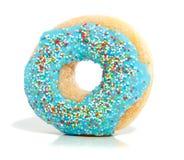 Een blauwe verglaasde doughnut Stock Fotografie