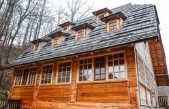 Een blokhuis in het hout Stock Foto's