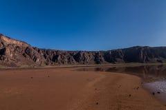 Een bodem van de caldera en het meer van Al Wahbah krateen vormen in, Saudi-Arabië royalty-vrije stock afbeelding