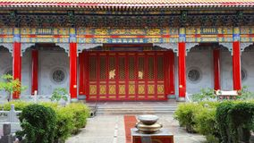 Een Boeddhistische tempel met Chinese architectuur in Thailand stock foto