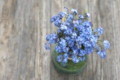 Een boeket van vergeet-mij-nietjebloemen Royalty-vrije Stock Foto