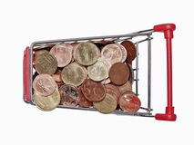 Een boodschappenwagentje wordt gevuld met goed-euro muntstukken Royalty-vrije Stock Fotografie
