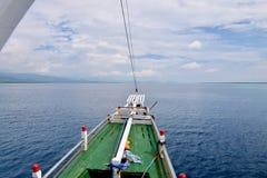 Een Boog van Klein Cruiseschip, Indonesië royalty-vrije stock afbeeldingen