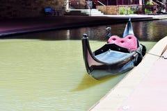 Een boot in de rivier stock fotografie