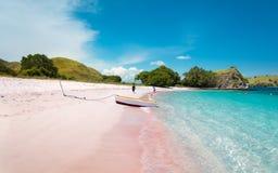 Een Boot op Roze Strand royalty-vrije stock foto's