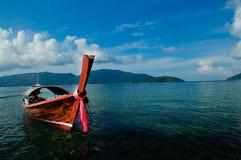 Een Boot in Overzees Stock Fotografie
