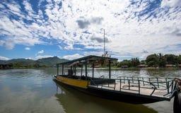Een bootpark bij middag Stock Foto's
