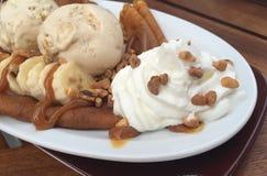 Een Bordvol heerlijke desserts stock afbeelding