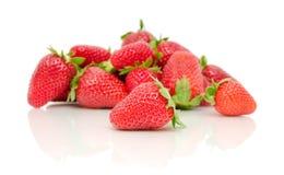 Een bos van aardbeien op een witte achtergrond Stock Afbeelding