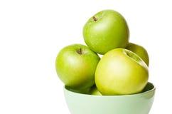 Een bos van aardige groene appelen. Stock Foto's