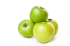 Een bos van aardige groene geïsoleerdeh appelen. Stock Afbeelding