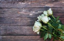 Een bos van Witte rozen stock foto's