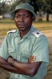 Een boswachter bij het Nationale Park Gorongosa Stock Afbeeldingen