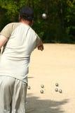 Een bowlingspeler. stock foto's